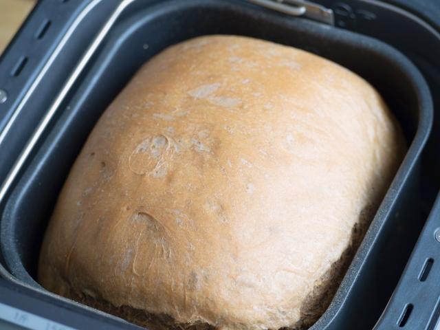ホームベーカリーで焼いた焼き立てパン
